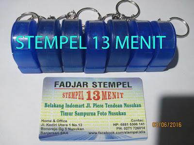 Stempel Warna Gantungan Kunci Warna Biru