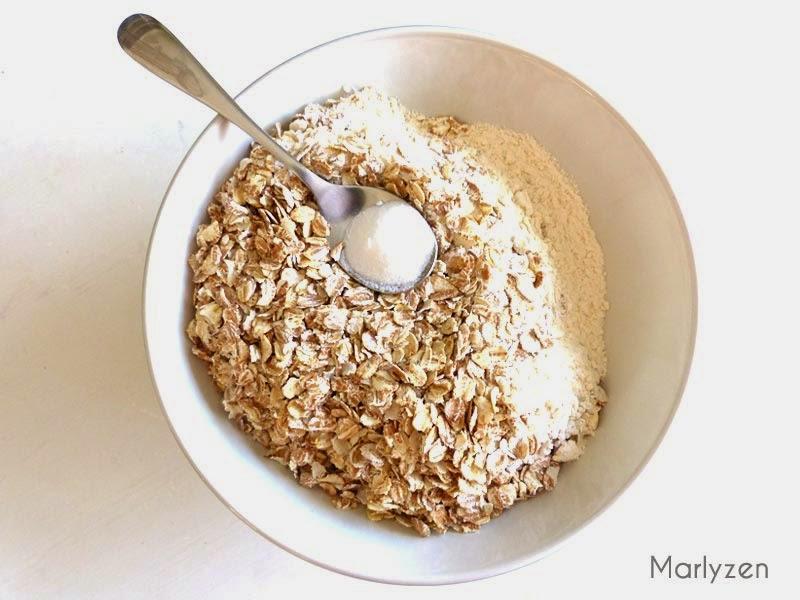 Mélangez la farine, le bicarbonate de soude et les céréales.