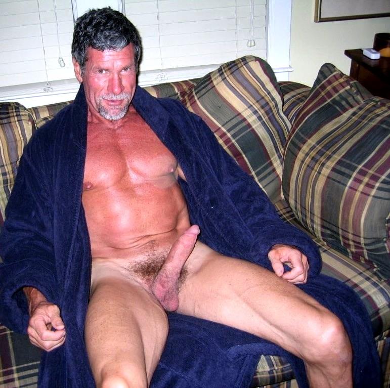 Gay i bathrobe
