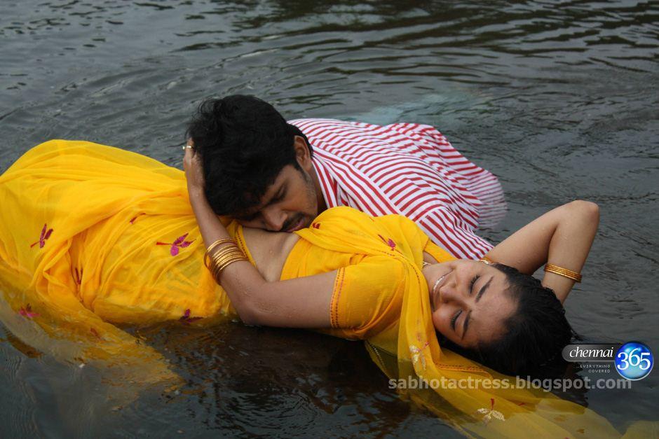 Maya Unni Navel Show And Sexy In Wet Saree Hot Photo