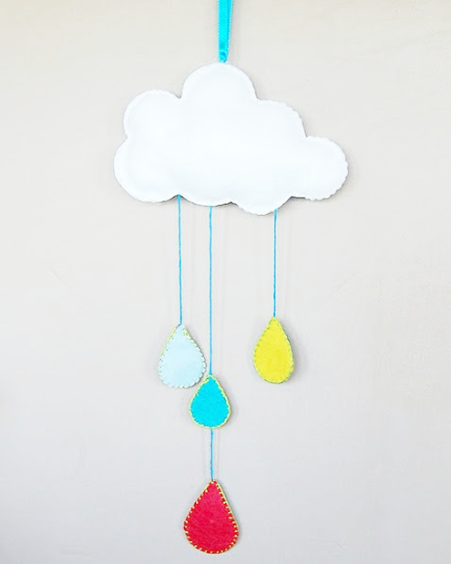 Felt cloud and raindrops, free pattern (photo by The Craftinomicon) | Happy in Red