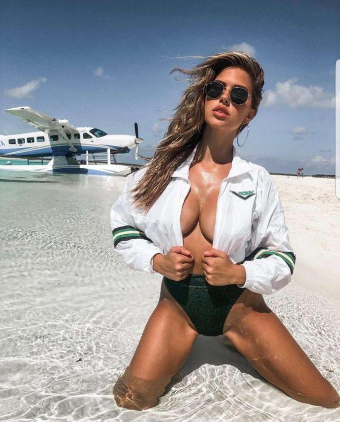 Зірка соцмереж, модель Кара Дель Торо