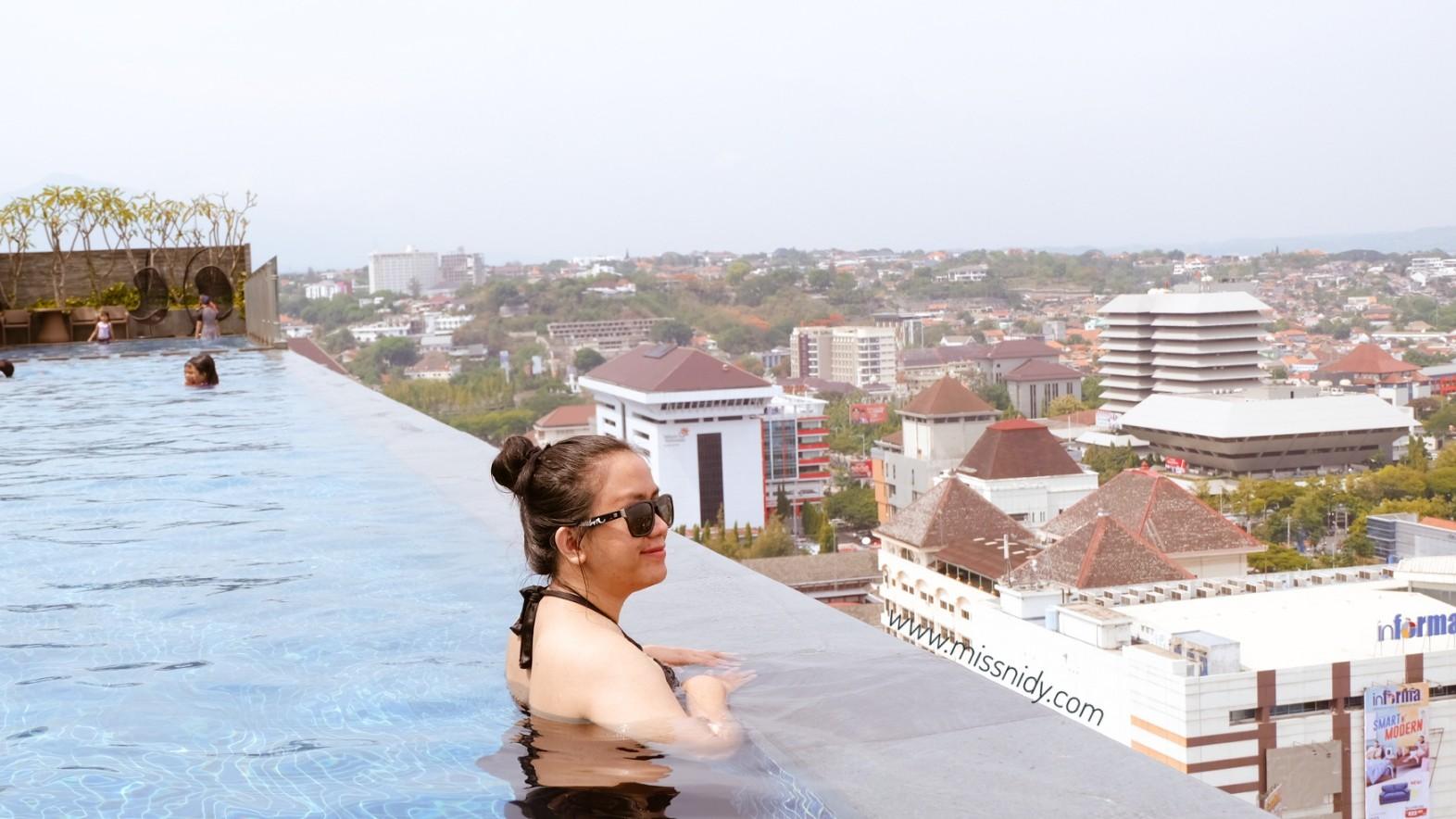 hotel dengan infinity pool di rooftop semarang