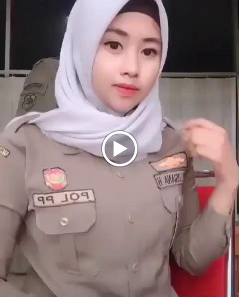 Satpol PP Cantik Memakai Hijab