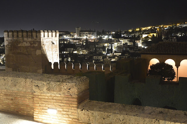Nocne zwiedzanie Alhambry. Pałac Nasrydów