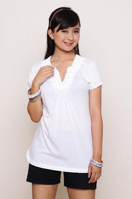 T-Shirt Putih cewek manis dan manis