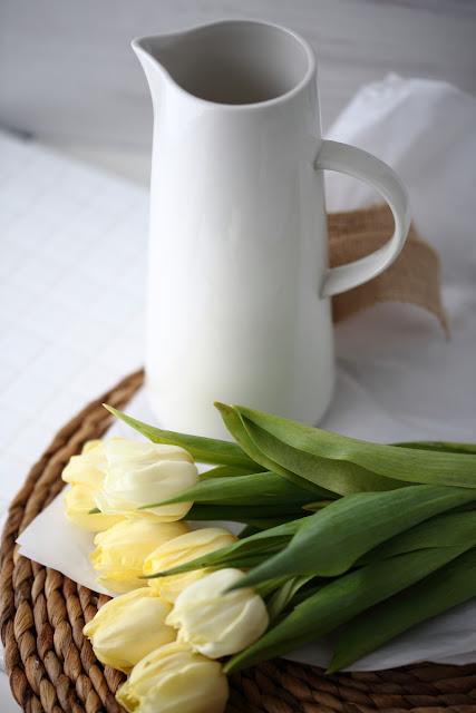#tulppaanitorstai, tulips, stilllife