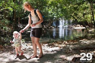 Barnvänligt vattenfall - där besök bidrar till skola