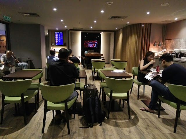 Ruang Lounge untuk mereka yang ingin bersantai sambil menunggu penerbangan.