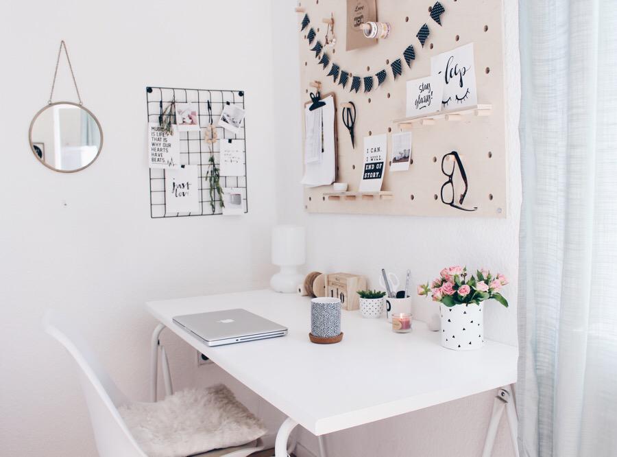 decoración un escritorio e el salón