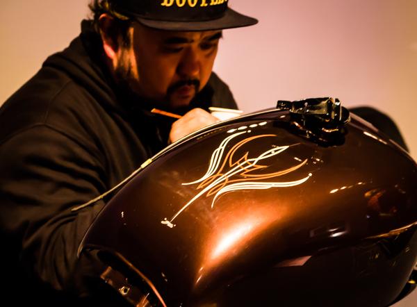 pinstrip pinstriping moottoripyörän tankki tankkimaalaus
