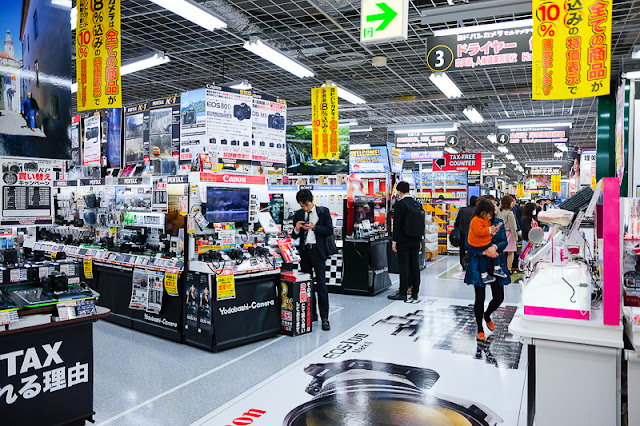 The camera section on the 3rd floor of the Akihabara branch of Yodobashi Camera.