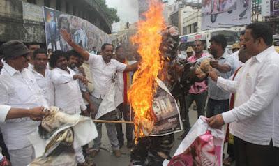 protests-over-water-verdict-disrupts-life-in-karnataka