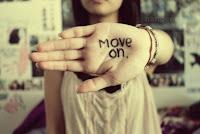 foto move on disertai kata kata terbaru