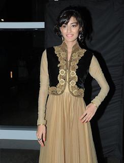 Erika Fernandes – Sonakshi from Kuch Rang Pyar Ke Aise Bhi HD Pics Wallpaper Huge Gallery – Sexy Cleavages WOW Hot young TV Show Actress Marathi Babe