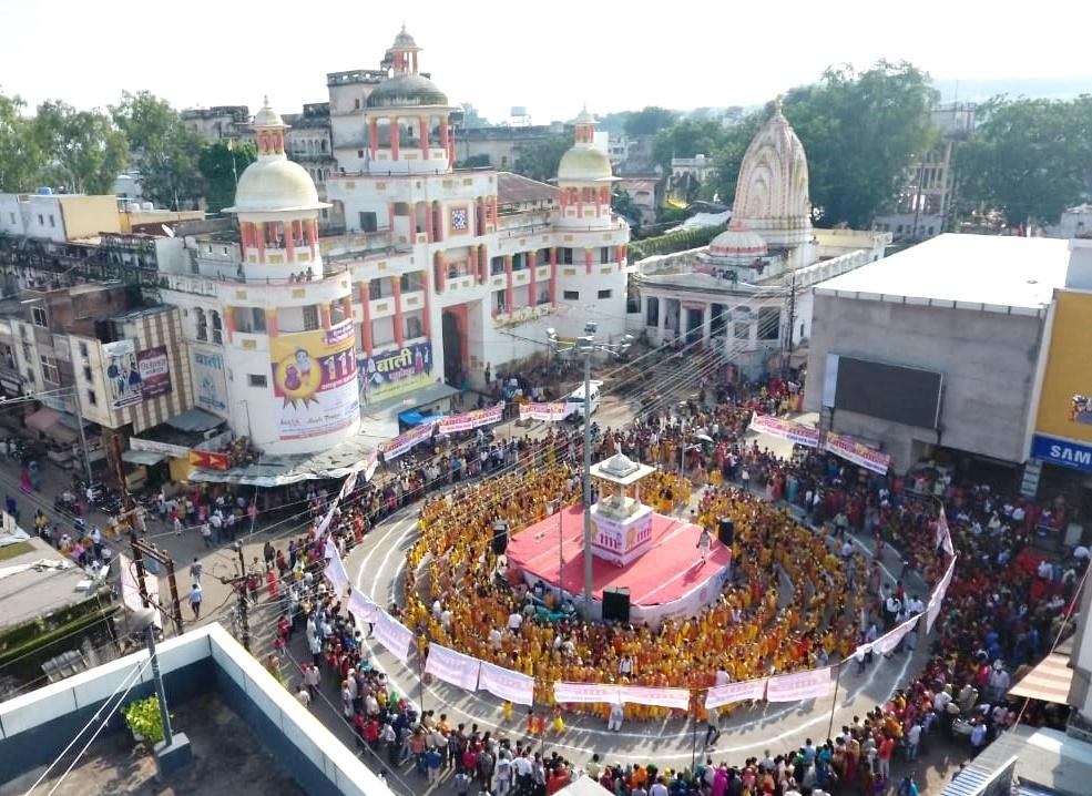 Jhabua Sharda Group of Education Students enter Krishna's name in Guinness Book of World Records-गिनीज बुक ऑफ वर्ल्ड रिकॉर्ड में बच्चों ने कृष्ण बन अपना नाम दर्ज कराया