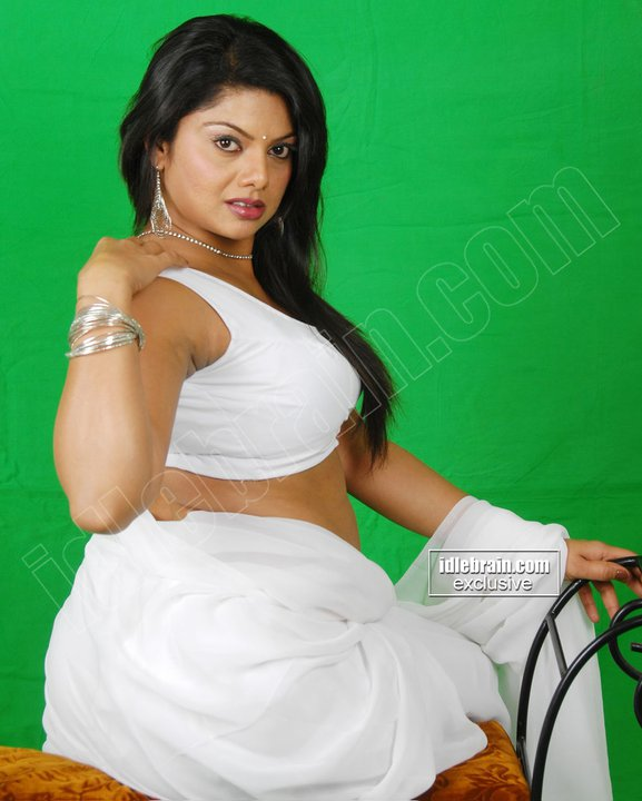 Swathi Verma Drogam Poster: Tamil Masala B Grade Movie Starred By The Sexy Actress