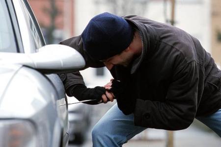 القبض على لص حاول سرقة سيارة بتنس
