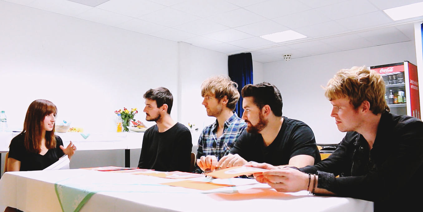 http://houseinthesand.blogspot.de/2015/09/video-interview-kodaline.html