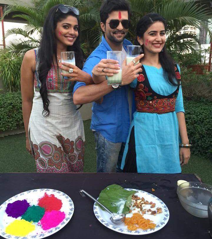 Team Vrundavan Celebrates holi | Pooja Sawant, Raqesh Bapat and Vaidehi Parashurami