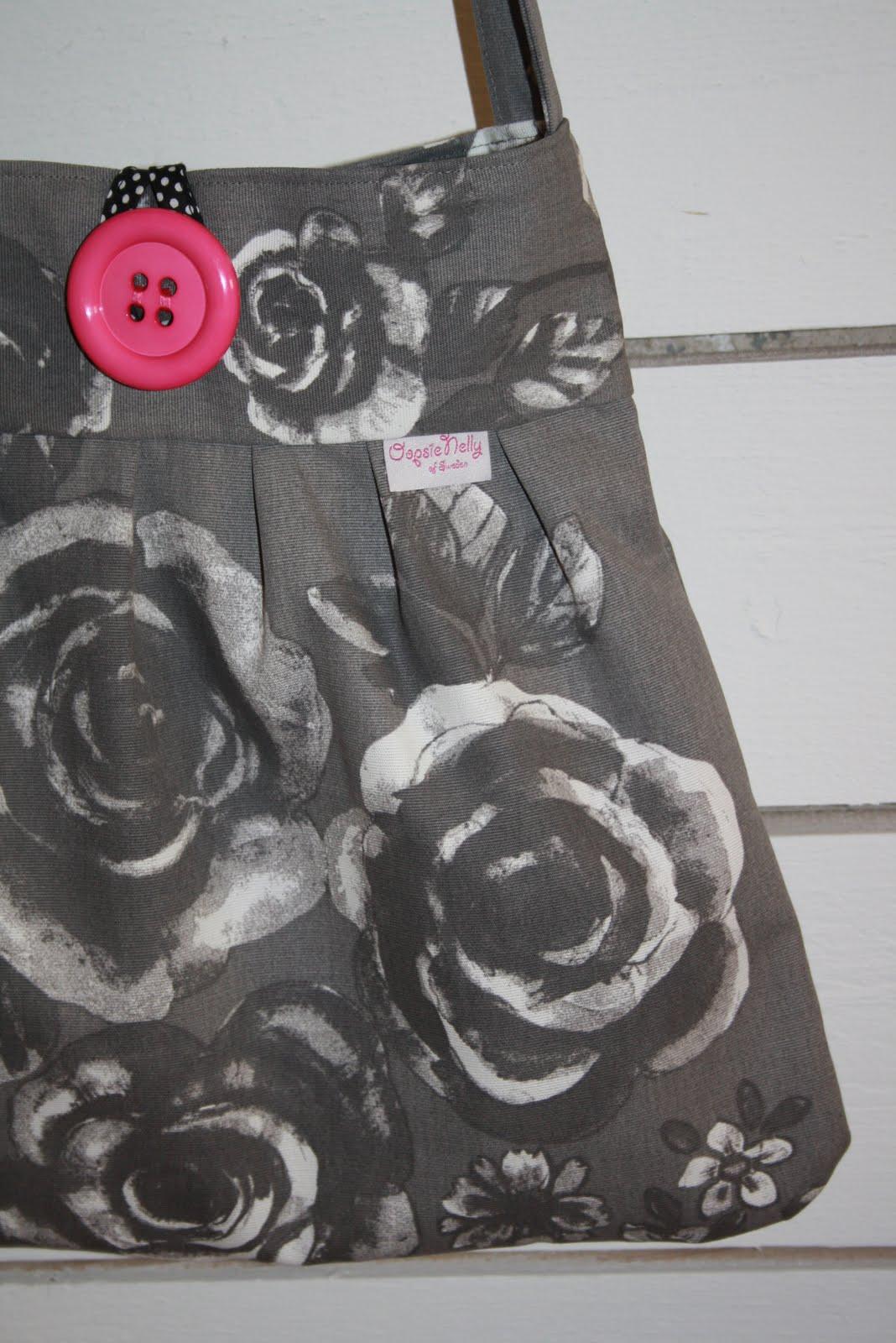 Oopsie Nelly: Grå väska med rosor