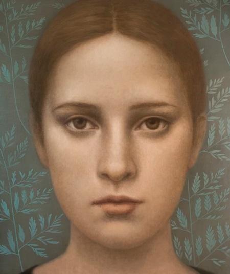 Obra de arte: retrato de una joven con mirada fija al espectador, al fondo con detalles naturalistas: hojas de plantas.
