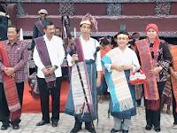Video Jokowi dan ibu negara Bangga MANORTOR dan berpakaian Adat Batak