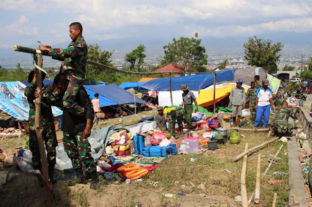 Tenda Pengungsi Ambruk, Prajurit Satgasgab Bankes Yonkes 2 Kostrad Bereaksi Cepat