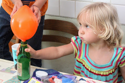 Homescholing ; inflating a balloon using bicarb and vinegar