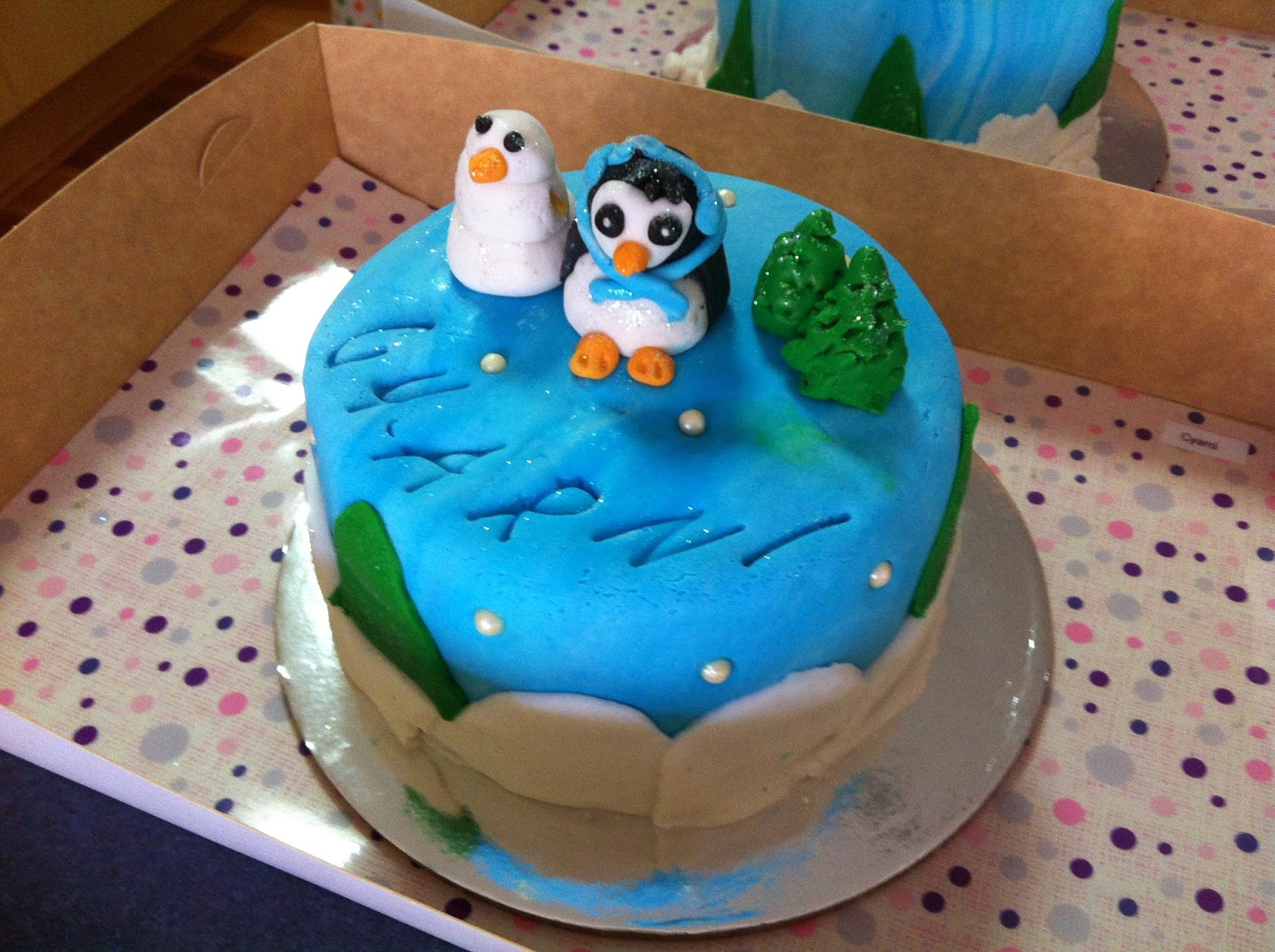 Cake Decorating Classes For 11 Year Olds : Elegant Cakes and Party Dates: Making Penguin mini cakes ...