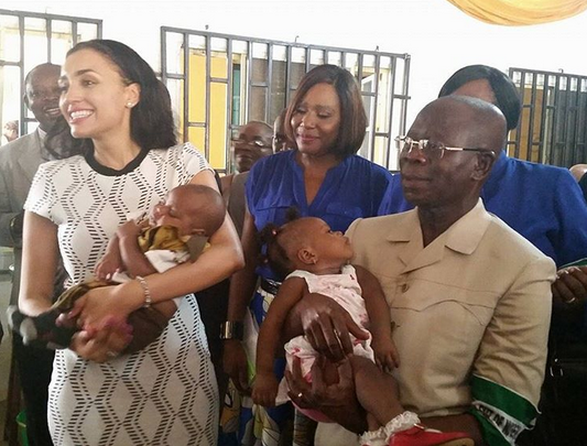 Photos: Iara Oshiomole donates relief materials to IDP in Edo