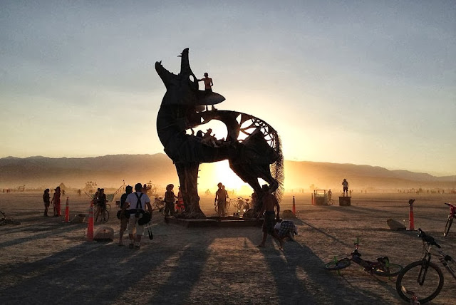 [Imagem: burning-man-2013-nevada-blackrock-desert...se-007.jpg]