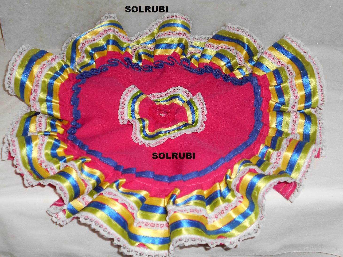73e9af059f3fe ... por un bolillo de algodón y en la bastilla otro bolillo menos ancho que  el anterior. Los listones son de colores que contrastan con la tela del  vestido.