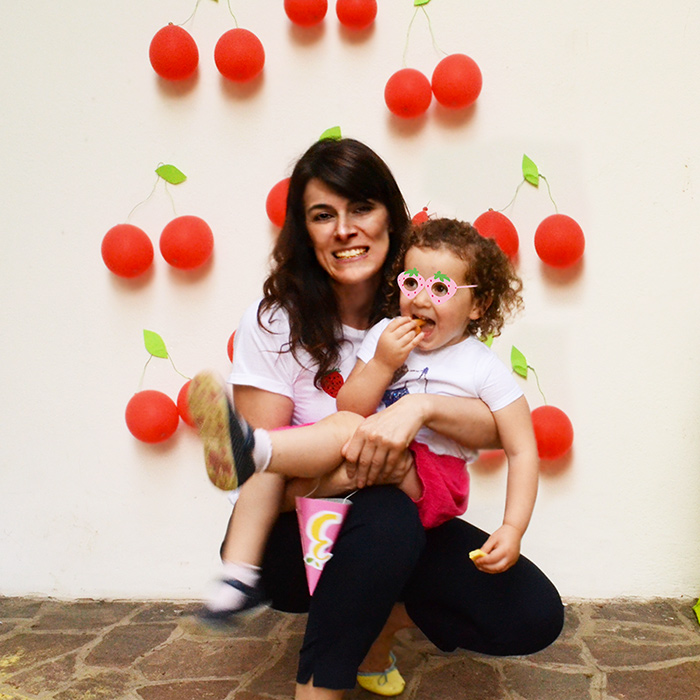 l'angolo Photo Booth con il fondale di palloncini a ciliegia