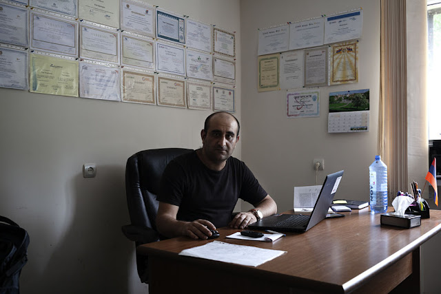 Image Attribute: Oleg Dulgaryan at the Center for Community Mobilization and Support in Alaverdi / Photo: Klaus Richter