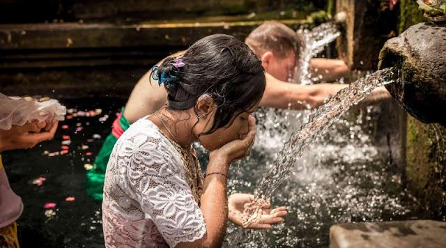 Makna Hari Banyu Pinaruh Dalam Peringatan Hari Saraswati
