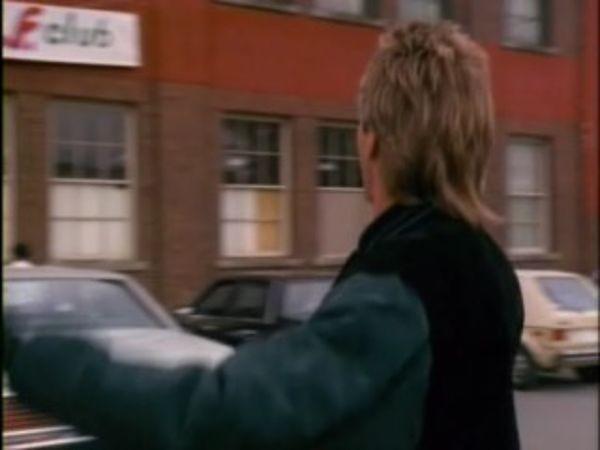 MacGyver - Season 6 Episode 01: Tough Boys