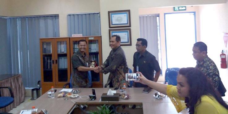 Anggota DPR RI Komisi IV Ir. H. Bambang Haryo Soekartono saat berkunjung ke Kantor PT. PGN Area Sidoarjo.