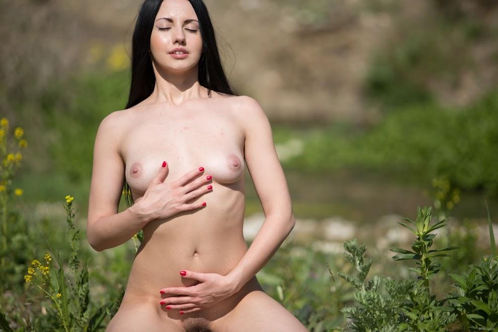 title2:EroticBeauty Veronica Snezna Sunbathing title2eroticbeauty 07230