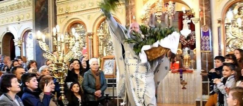 «Ξαναχτύπησε» ο «ιπτάμενος» ιερέας με την πρώτη Ανάσταση στην Χίο! (βίντεο)