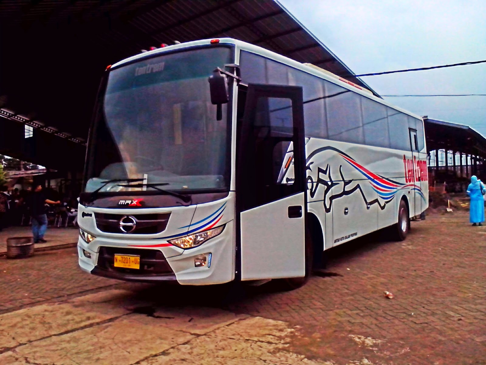 Bus Tentrem MAX side View