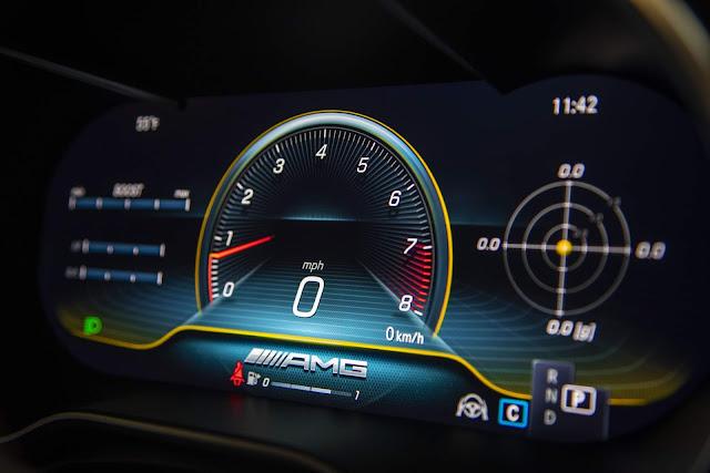 Mercedes-AMG C63 - interior - painel