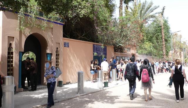 Schlange und Eingang Jardin Majorelle, Marrakesch