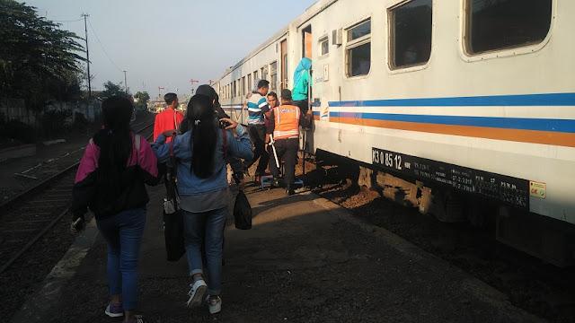 KA Penatran masuk stasiun malang kotalama