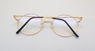 occhiali da studioso foto dorate