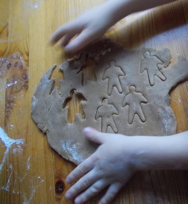 lasten kanssa leivonta