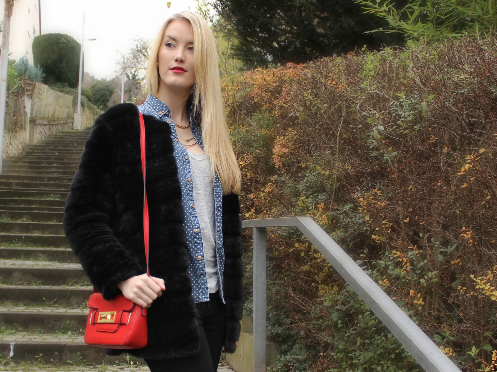 TheBlondeLion Fake Fur Jacket Dotted Jeansshirt Crossbody Bag Red