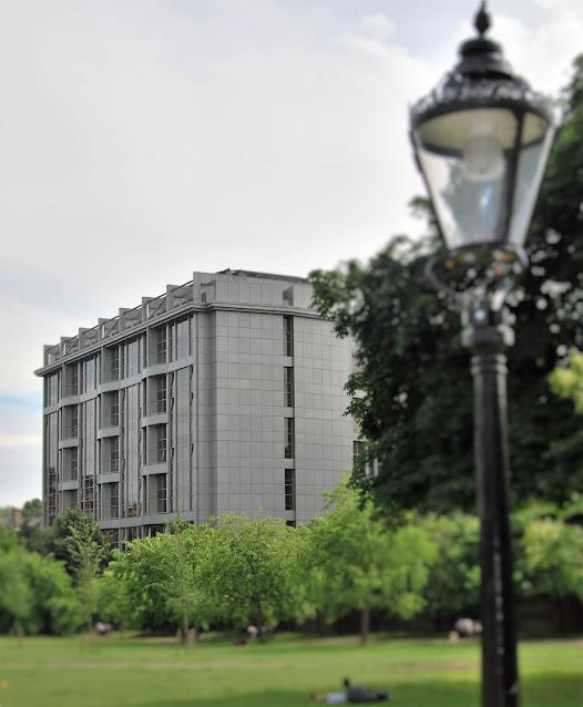 Royal Garden Hotel, photo by Modern Bric a Brac