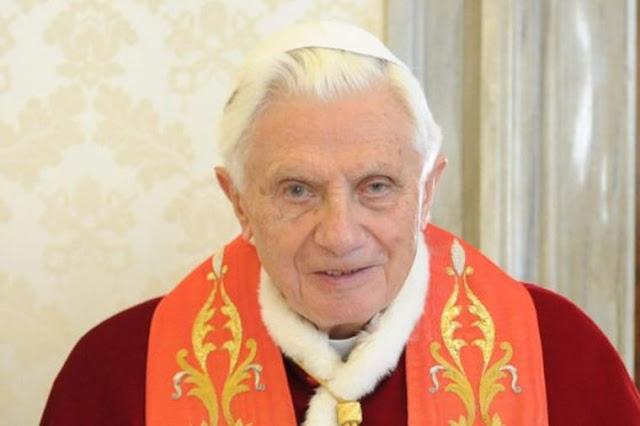 Papa Emerito 💖 Wspomnienia Sekretarza abpa Mokrzyckiego