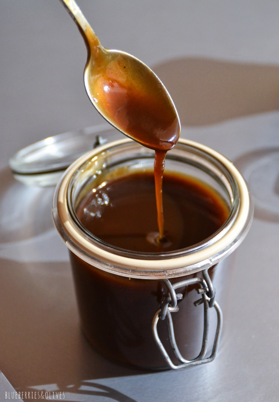 TARRO DE CARAMELO TOFFEE SALADO CAYENDO DE CUCHARA